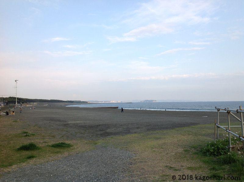 江の島に向かう途中の海辺