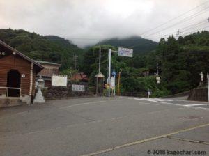 蓑毛バス停前の画像