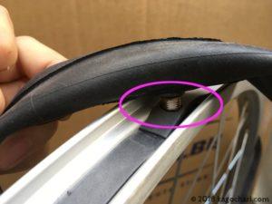 新しいリムテープを張る際の工夫