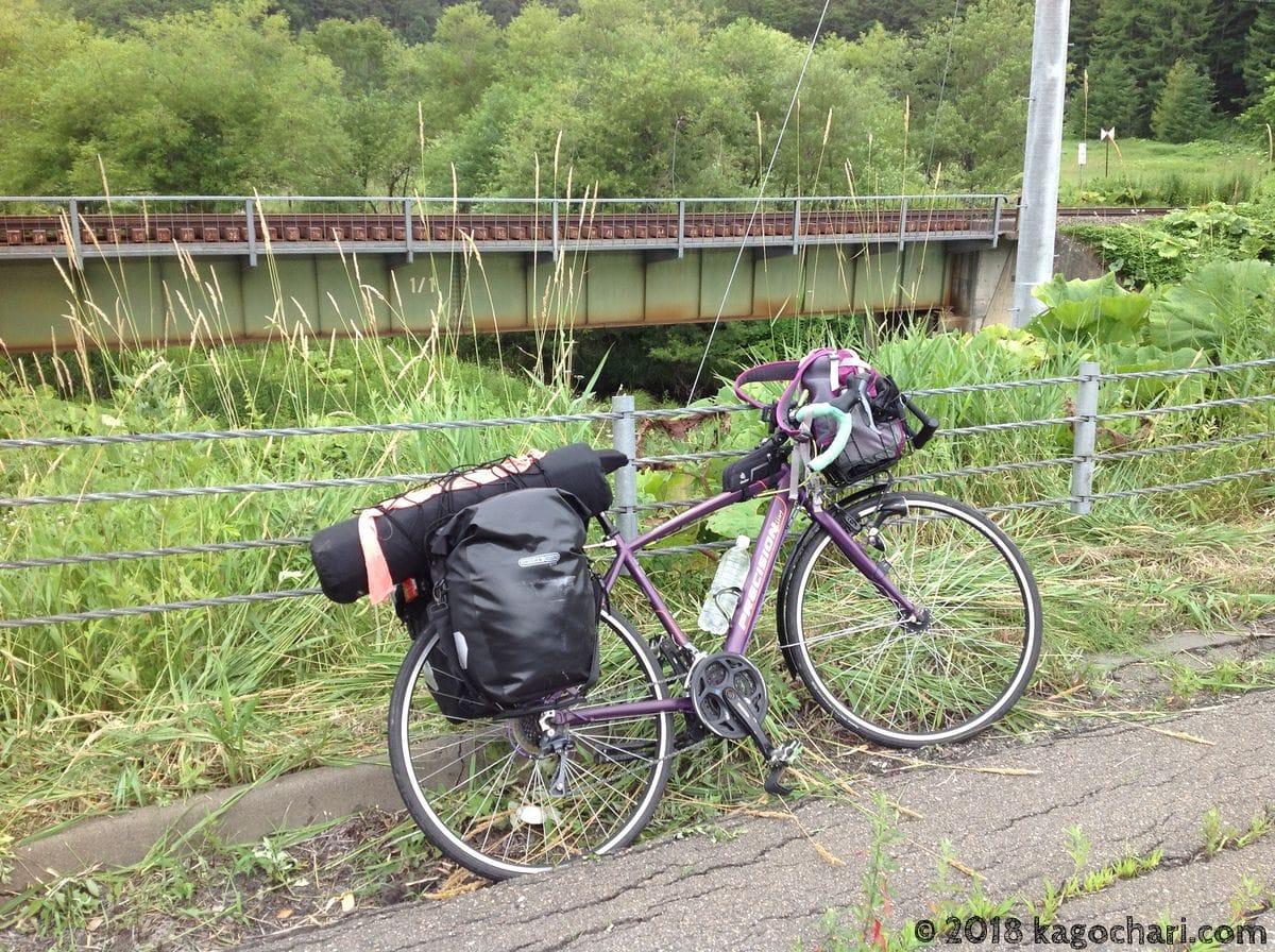 根室線の線路と自転車