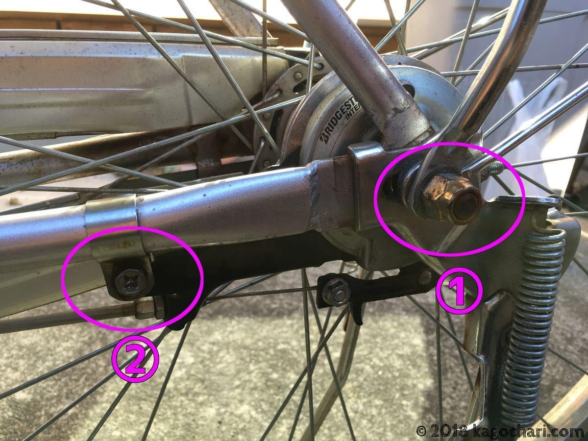 車体左側車軸とブレーキのナットを緩める