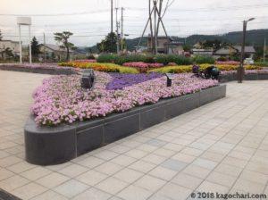 新函館北斗駅前の花壇-01