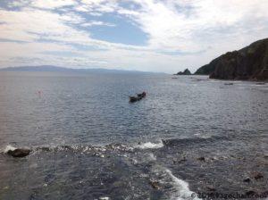 コンブ漁近くに浮かぶ船