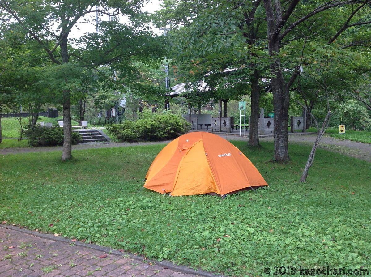 南茅部河川公園にテントを張る