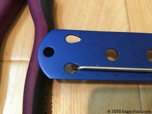 スポークの長さを専用の物差しで計測する-01