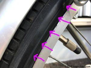 タイヤ側面がネジで擦れている