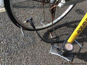 空気入れとタイヤレバーでチューブの挟まりを解消