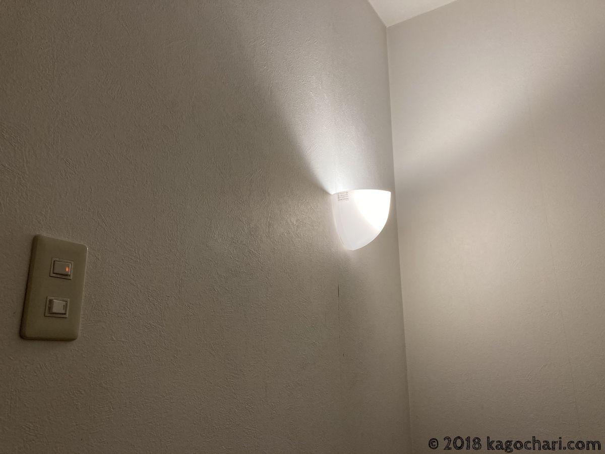 階段照明のLED電球交換